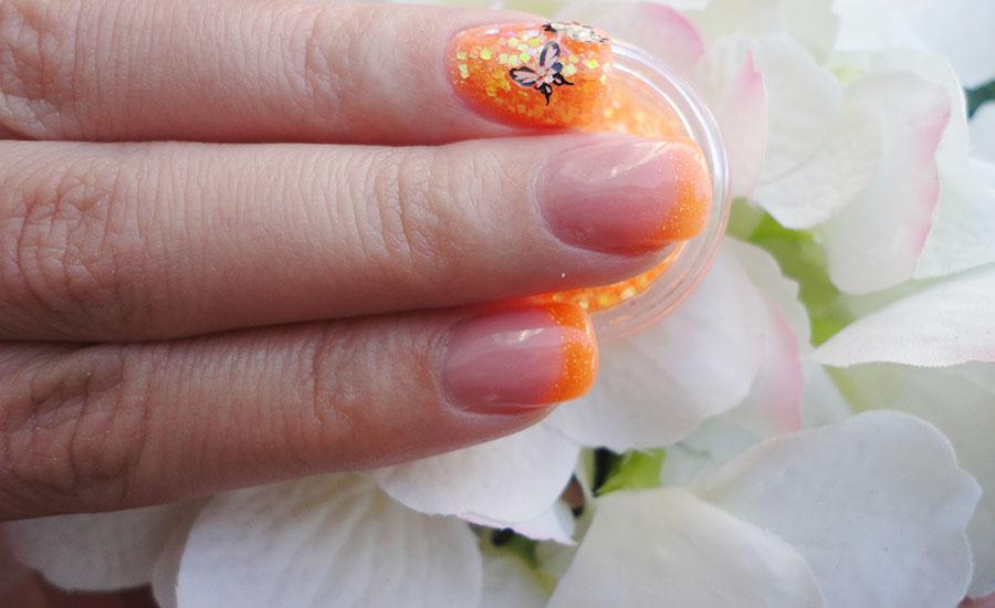 Nails Unique - Unhas de gel cor-de-laranja com glitter, borboletas, flores  2